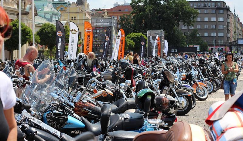 concentración de motos Harley Davidson