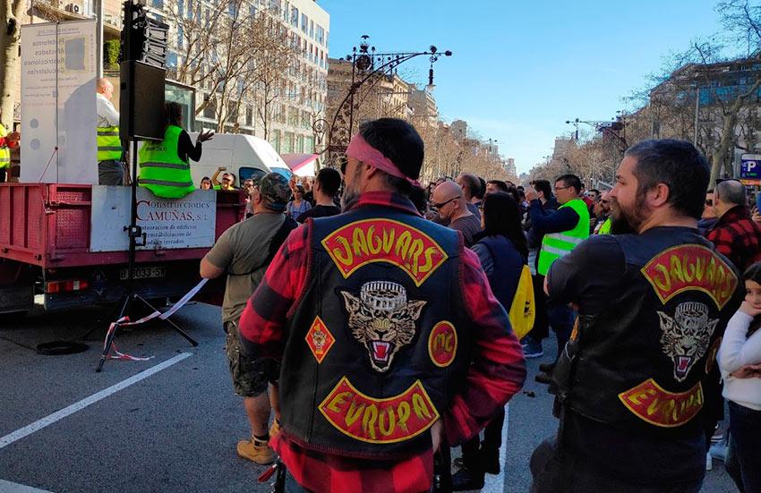 asistentes a la manifestación contra la ZBE Barcelona